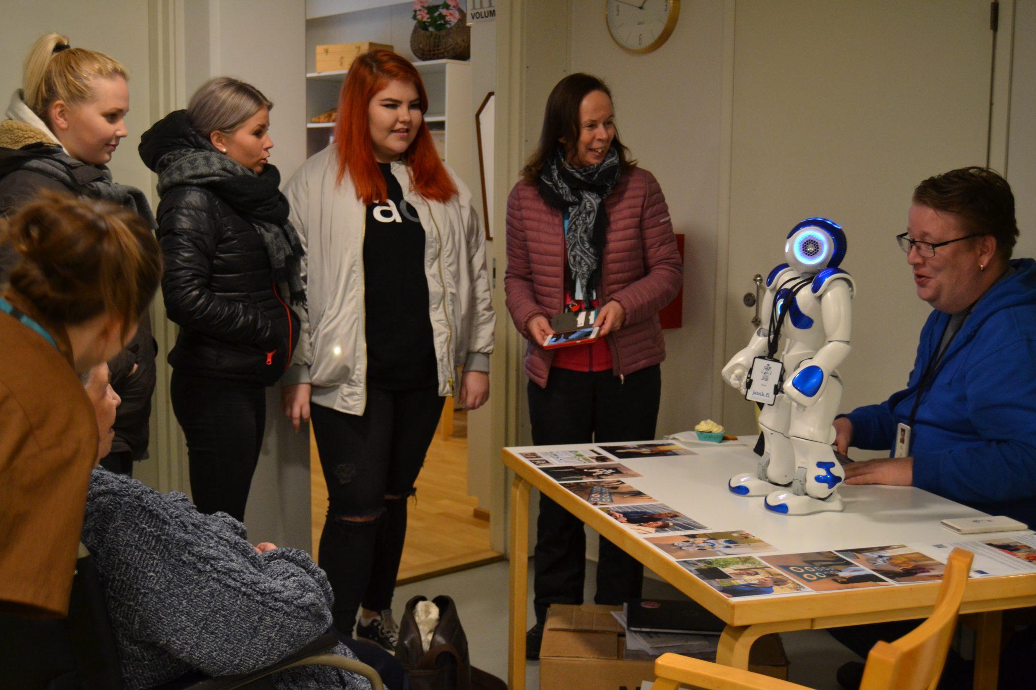 Zipra robotti esittelyssä