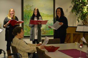 Yhteislaulua opiskelijoiden johdolla @ Viitakoti; hyvinvointikeskus | Jyväskylä | Suomi