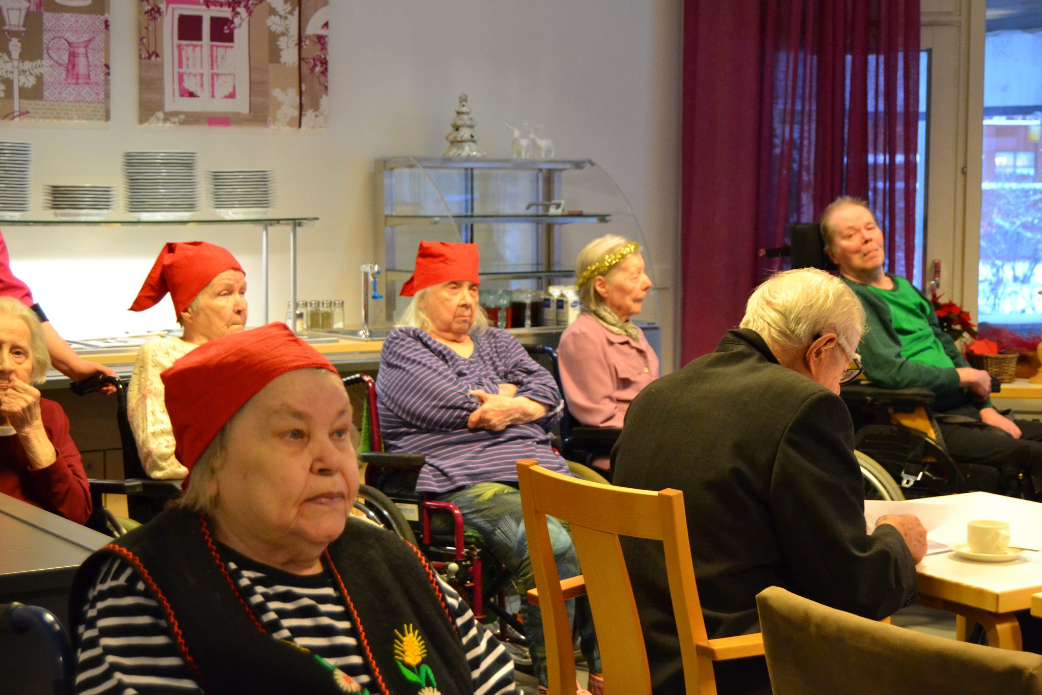 Seniori- ja palvelutalo Viitakodin perinteiset pikkujoulut, kuva 2
