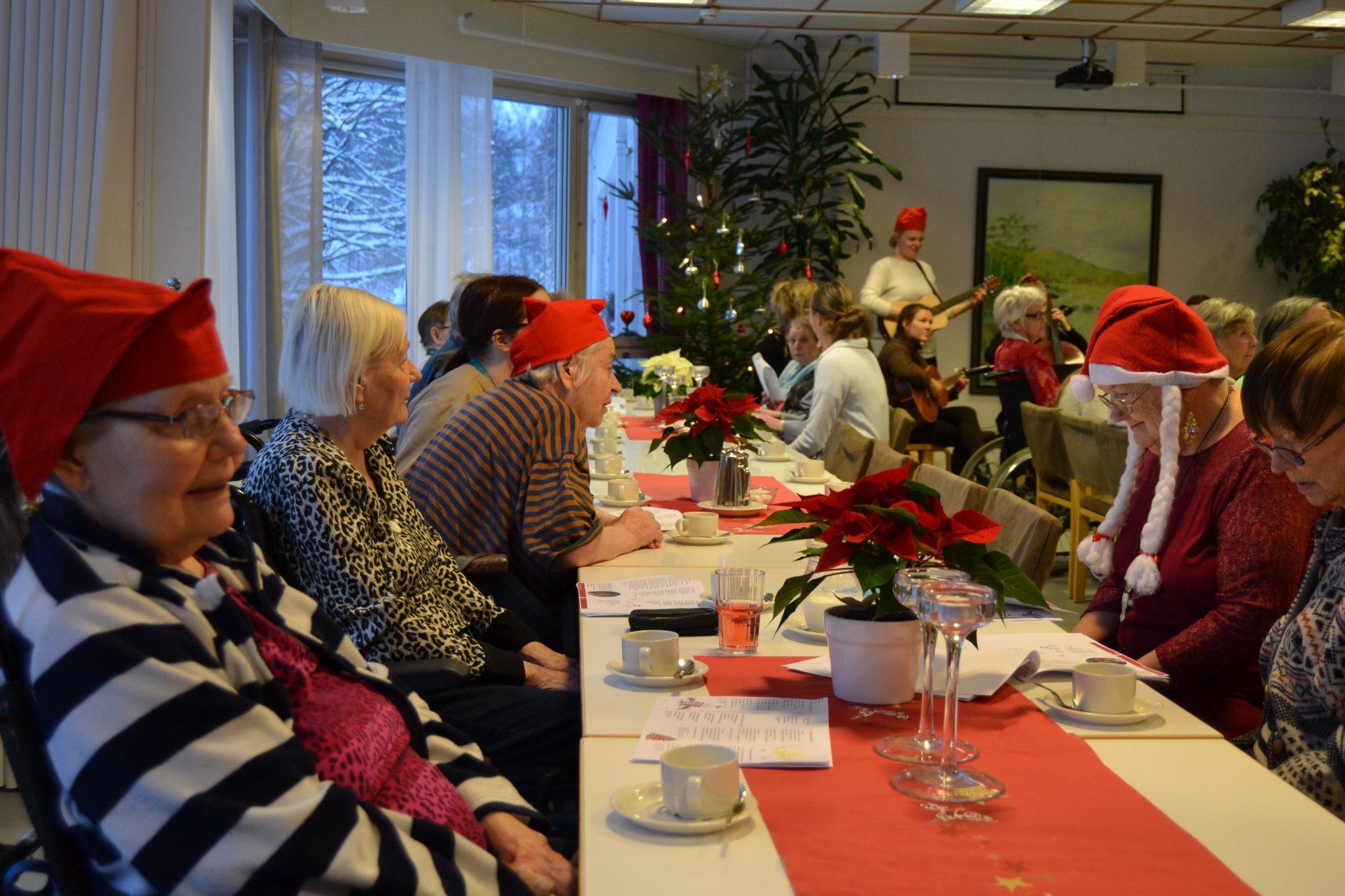 Seniori- ja palvelutalo Viitakodin perinteiset pikkujoulut, kuva 3