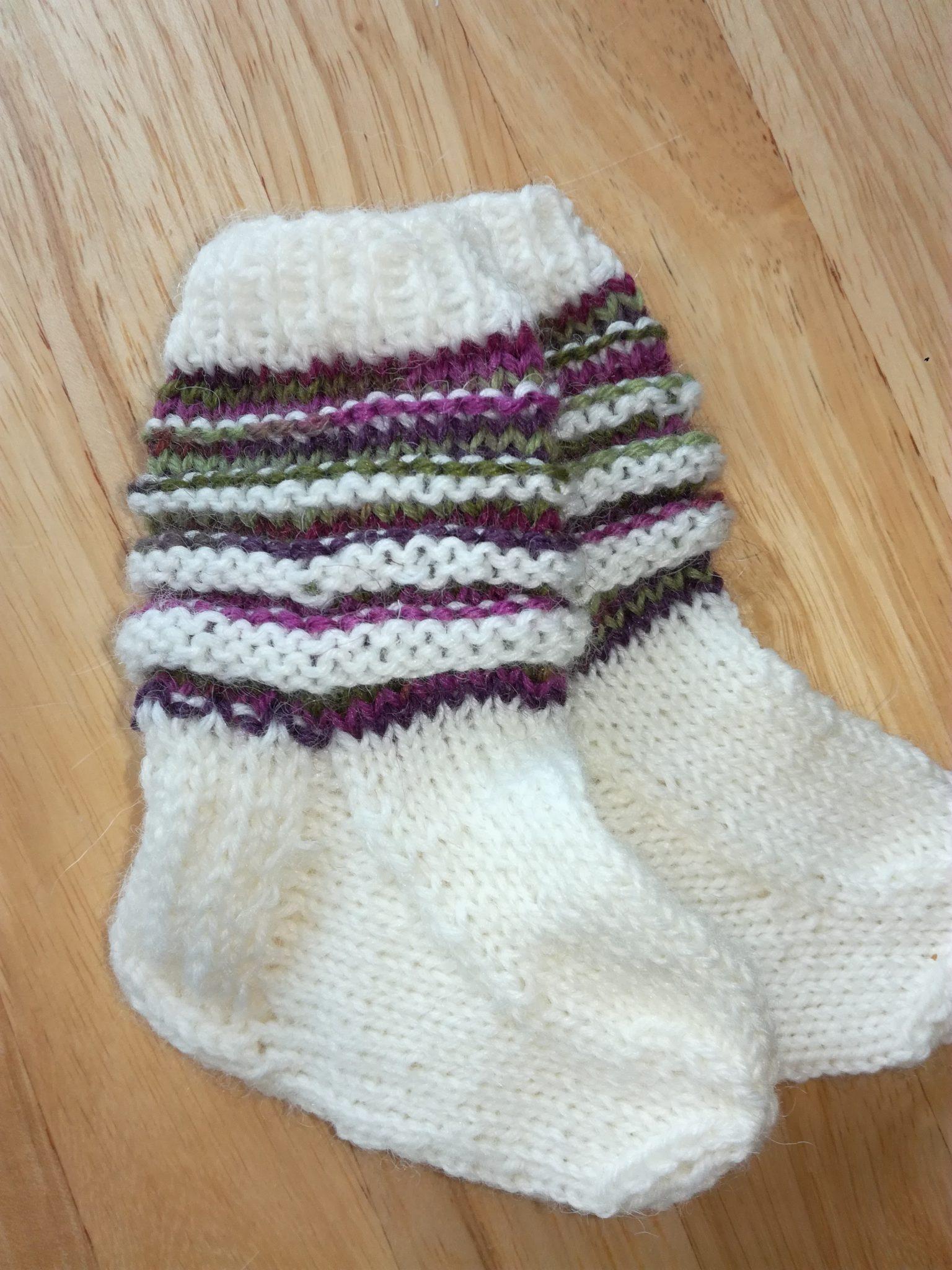 Paula opetteli sukkien teon uudelleen
