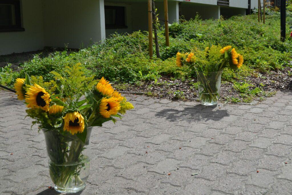 Piha koristeltiin kauniiksi kukkasin