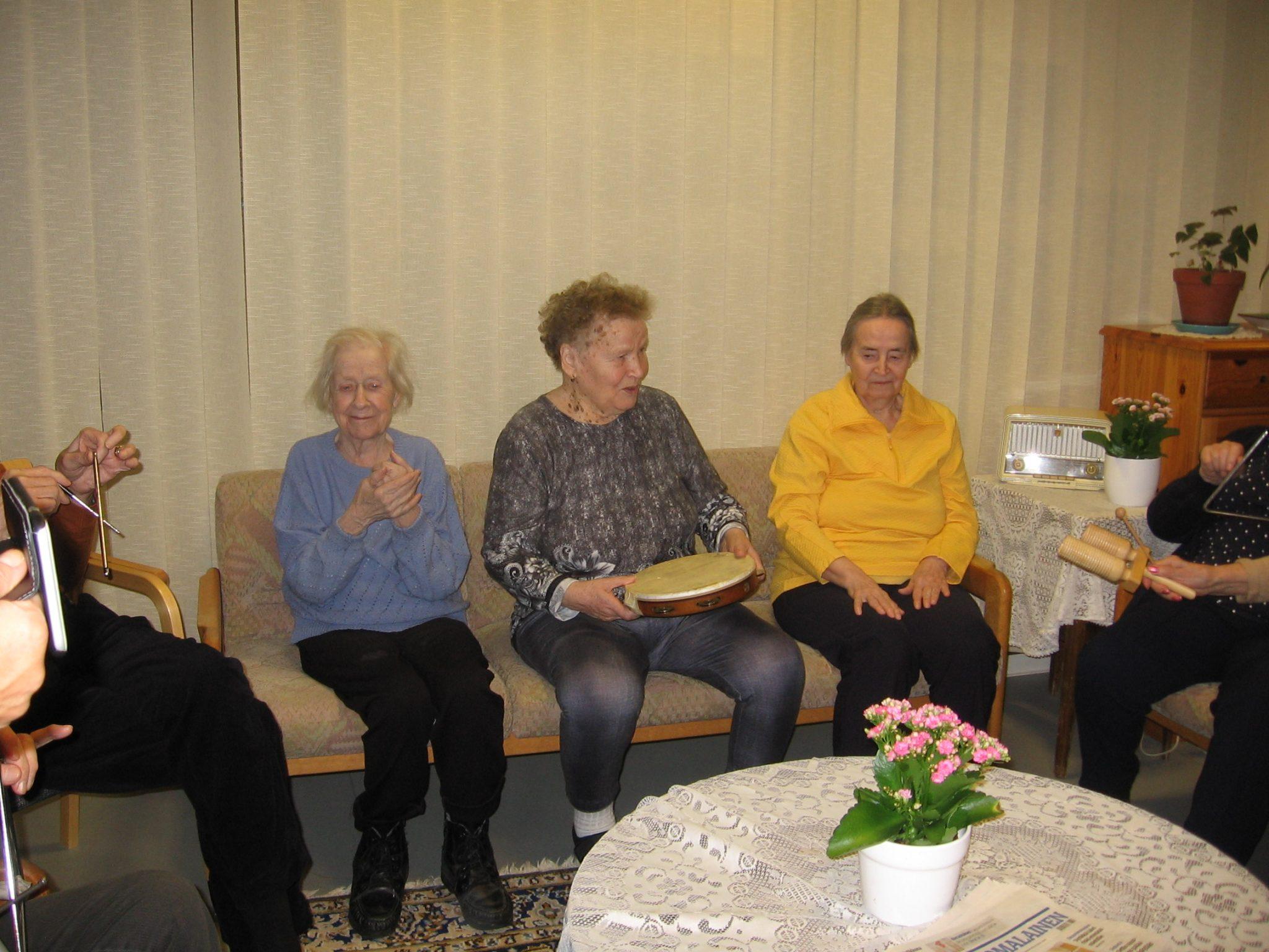 Muistisairaitten päivätoiminnassa edistetään osallisuutta