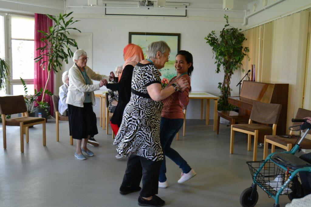 Torstaina tanssittiin ja perjantaina äänestettiin EU-vaaleissa