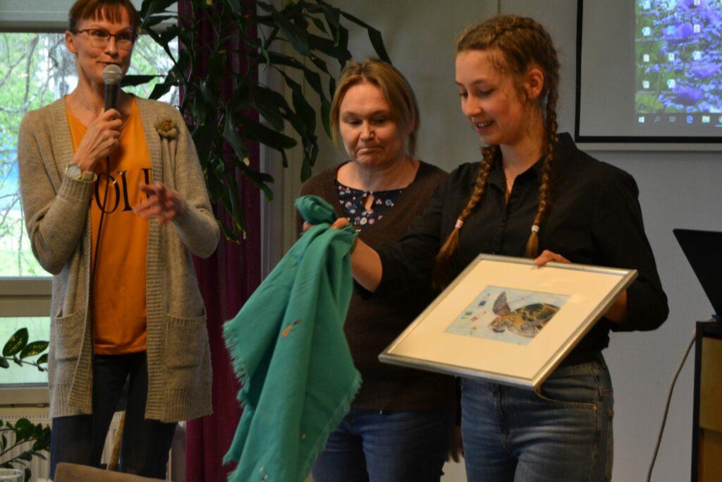 Viitaniemen koulun taidekilpailun voittaja ja Viitakodin asukkaat ottivat kantaa ilmastonmuutokseen